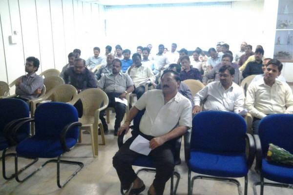 SRi B. RAGHAVAIAH , M.S.W., BGL, PRESIDENT (GROUP HR AND ADMIN) presented momento after the seminar to MAHASHRINGADASA